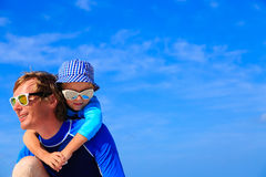 Father and little son hug on summer beach Royalty Free Stock Photography