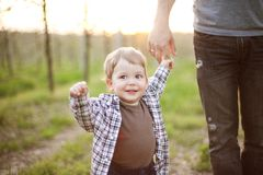 Father with little son outdoor portrait Royalty Free Stock Photos
