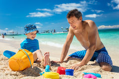 Father and little son playing with sand Royalty Free Stock Photos