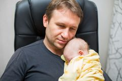 Father and newborn baby daughter Royalty Free Stock Image