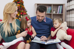 Father reading a book for his girls Stock Images