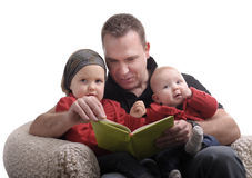 Father reading a story at his little daughters Royalty Free Stock Photography