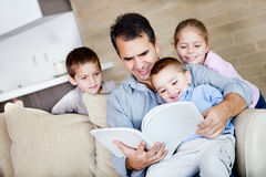 Father reading to children Royalty Free Stock Image