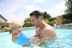Father and son having fun in pool Royalty Free Stock Photography