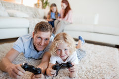 Father and son in the living room playing video games Royalty Free Stock Photos
