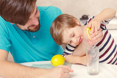 Father and son make lemonade Royalty Free Stock Photos
