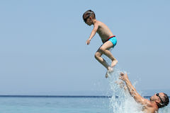 Father and son play in water Royalty Free Stock Photos