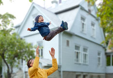 Father with son playing and having fun outdoors Royalty Free Stock Photos