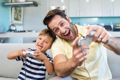 Father and son playing video games together Royalty Free Stock Photos