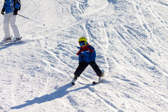 Father and son, preschool child, skiing in austrian ski resort i Royalty Free Stock Images