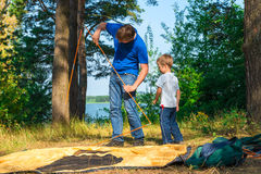 Father and son set the tent Royalty Free Stock Images
