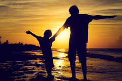 Father and son silhouettes play at sunset Royalty Free Stock Photography