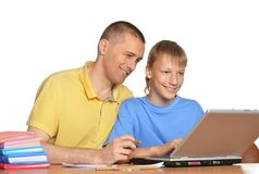 Father and son using laptop Royalty Free Stock Images