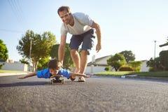 Father son skateboard Royalty Free Stock Photos