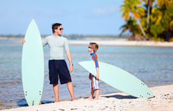 Father and son with surfboards Royalty Free Stock Images