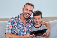 Father and son using digital tablet Royalty Free Stock Photography