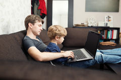Father and son using laptop Royalty Free Stock Photos