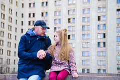 Father talking to daughter Royalty Free Stock Photos