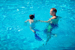 Father teaching his little son to swim Royalty Free Stock Photos