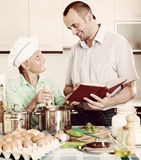Father and teenage son cooking together Royalty Free Stock Photos