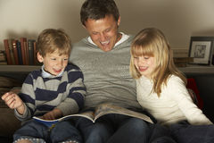 Father And Two Children Reading Royalty Free Stock Photography