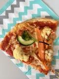 Fatia da pizza do vegetariano em um guardanapo Imagem de Stock Royalty Free