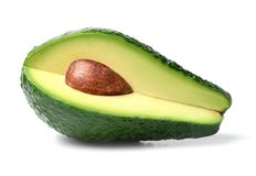 Fatia de abacate fresca no fundo isolado branco Close-up foto de stock