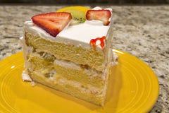 Fatia de bolo da fruta fresca Imagens de Stock