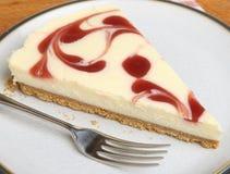 Fatia de bolo de queijo da morango Fotografia de Stock