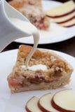 Fatia de crumble recentemente cozido do rhubarb Imagem de Stock Royalty Free