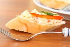Fatia de pão francês com salada fotos de stock