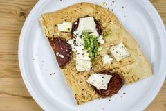 Fatia de pizza caseiro do salame Imagem de Stock