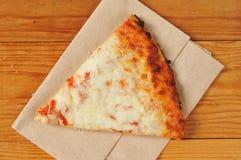 Fatia de pizza de queijo fotos de stock