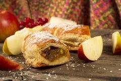 Fatia de strudel de Apple ou de torta de maçã Imagem de Stock