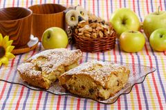 Fatia de torta caseiro saboroso Fotos de Stock Royalty Free