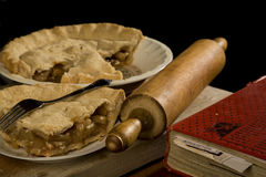Fatia de torta de maçã com forquilha. Foto de Stock Royalty Free