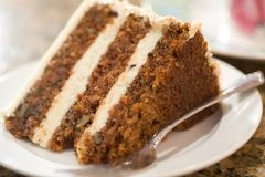 Fatia decadente de bolo de cenoura Foto de Stock