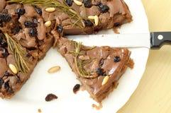 Fatia deliciosa de castagnaccio, tipicamente bolo feito em Itália Foto de Stock Royalty Free