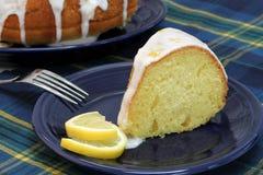 Fatia do bolo da libra do limão imagens de stock royalty free