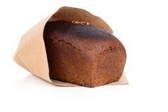Fatia do pão de Rye no empacotamento de papel Imagens de Stock
