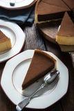 Fatia do serviço de bolo de chocolate caseiro Imagem de Stock