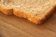 Fatia fresca de pão integral inteiro foto de stock
