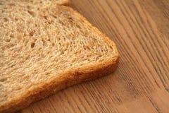 Fatia fresca de pão integral inteiro imagem de stock
