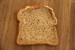 Fatia fresca de pão integral inteiro fotos de stock