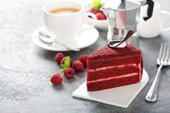 Fatia vermelha do bolo de veludo imagens de stock