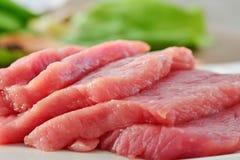 Fatias da carne, carne vermelha crua Fotos de Stock