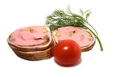 Fatias da carne isoladas no branco Foto de Stock