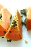 Fatias da fruta da papaia fotos de stock