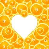 Fatias da laranja doce em um fundo do coração Imagens de Stock Royalty Free