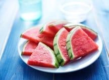 Fatias da melancia na placa Fotografia de Stock